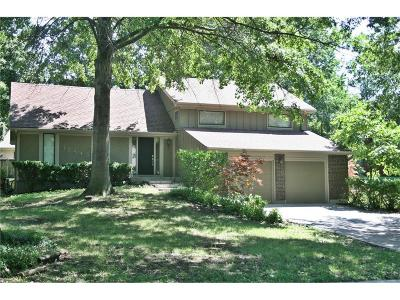Leawood Single Family Home For Sale: 12843 Pembroke Circle