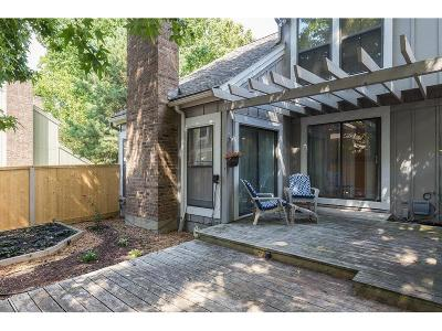 Lenexa Condo/Townhouse For Sale: 8174 Halsey Street