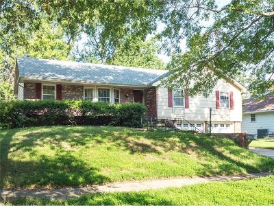 Gladstone MO Single Family Home For Sale: $130,000