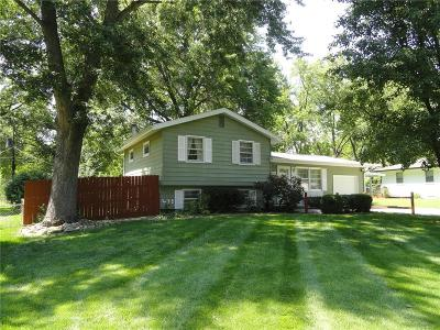 Gladstone MO Single Family Home Show For Backups: $144,900