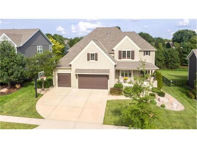 Overland Park Single Family Home Contingent: 15613 Slater Street