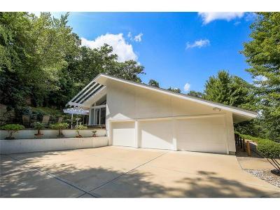 Lenexa Single Family Home For Sale: 8714 Redbud Lane