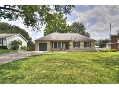 Gladstone MO Single Family Home For Sale: $140,000