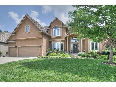 Lenexa Single Family Home For Sale: 9213 Redbud Lane
