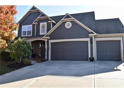 Olathe Single Family Home For Sale: 12488 S Valley Circle