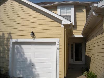 Lenexa Condo/Townhouse For Sale: 8938 Boehm Drive