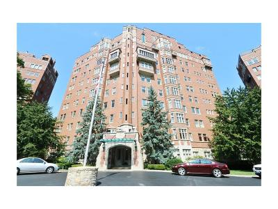 Kansas City Condo/Townhouse For Sale: 5049 Wornall Road #2C