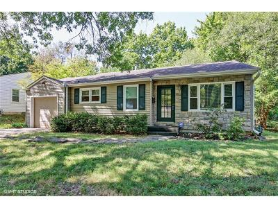 Prairie Village Single Family Home For Sale: 7546 Windsor Drive