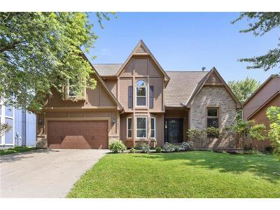 Olathe Single Family Home For Sale: 14621 S Kaw Drive