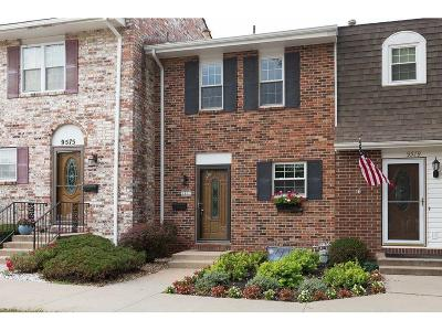 Overland Park Condo/Townhouse For Sale: 9577 Perry Lane