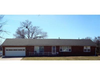 Kansas City Single Family Home For Sale: 305 NE 65th Street