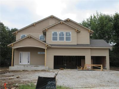 Olathe Single Family Home For Sale: 964 Persimmon Drive