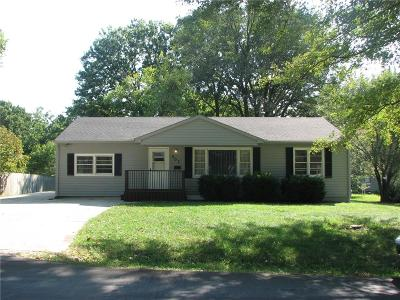 Lee's Summit MO Single Family Home For Sale: $145,000
