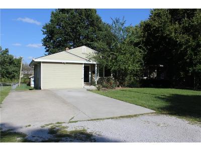Lee's Summit MO Single Family Home For Sale: $168,000