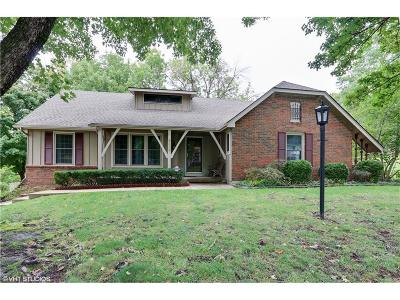 Parkville Single Family Home For Sale: 8428 NW Nodaway Drive