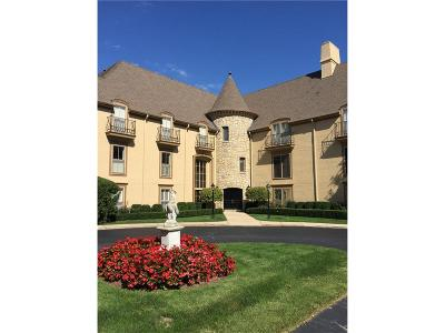 Prairie Village Condo/Townhouse For Sale: 7223 Mission Road #114