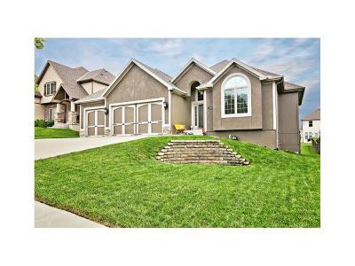 Kansas City Single Family Home For Sale: 2909 NE 91 Place