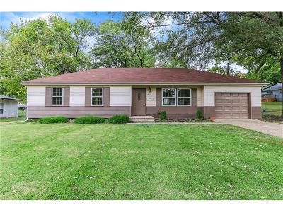 Gladstone MO Single Family Home For Sale: $129,900