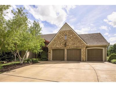 Overland Park Single Family Home For Sale: 5729 W 146th Street