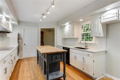 Lenexa Single Family Home For Sale: 8431 Rosehill Road