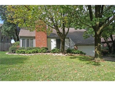 Lenexa Single Family Home For Sale: 8618 Alden Lane
