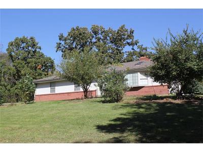 Shawnee Single Family Home Auction: 13825 Johnson Drive