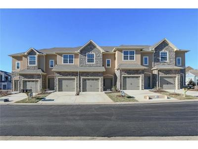 Overland Park Condo/Townhouse For Sale: 15820 Valley View Drive