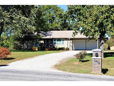 Harrisonville MO Single Family Home For Sale: $212,000