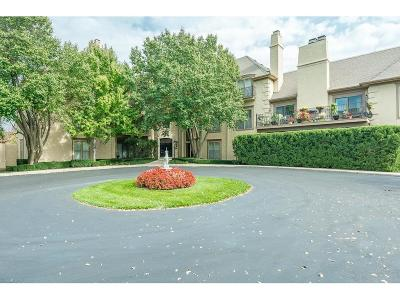 Prairie Village Condo/Townhouse For Sale: 7221 Mission Road #206