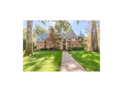Kansas City Single Family Home For Sale: 825 W 63rd Street