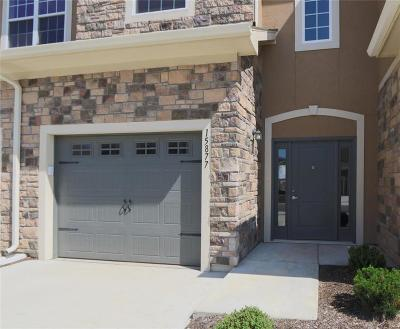 Overland Park Condo/Townhouse For Sale: 15877 Valley View Drive