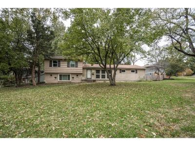Overland Park Single Family Home For Sale: 9600 Howe Drive