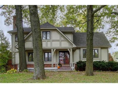 Lenexa Single Family Home For Sale: 8019 Westgate Drive
