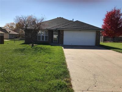 Warrensburg Single Family Home For Sale: 1004 Weschester Court