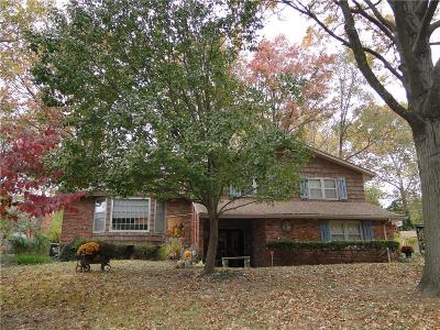 Raytown Single Family Home For Sale: 6816 Wildwood Drive