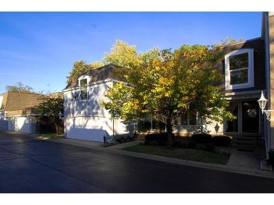 Overland Park Condo/Townhouse For Sale: 8705 Riggs Lane