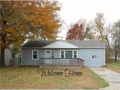Warrensburg Single Family Home For Sale: 404 9th Street Terrace
