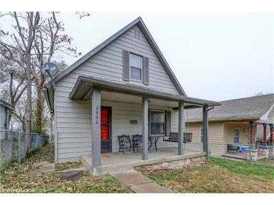 Kansas City Single Family Home For Sale: 2006 Chester Street