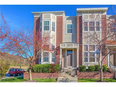North Kansas City Condo/Townhouse For Sale: 3015 Gentry Park