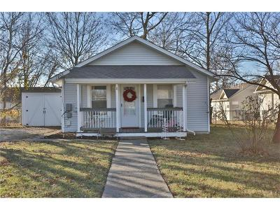Lee's Summit Single Family Home For Sale: 11 NW Forest Avenue