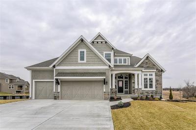 Lenexa Single Family Home For Sale: 9825 Saddletop Street