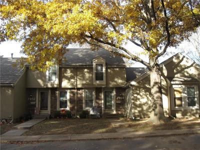 Lenexa Condo/Townhouse For Sale: 7914 Colony Lane