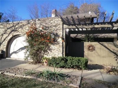 Overland Park Condo/Townhouse For Sale: 7504 W 102nd Street