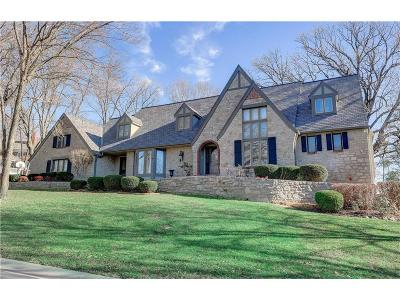 Lenexa Single Family Home For Sale: 8401 Maplewood Lane