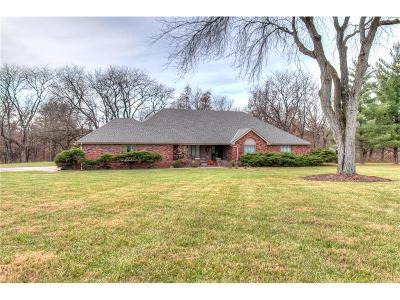 Single Family Home Sold: 15824 Oakmont Circle