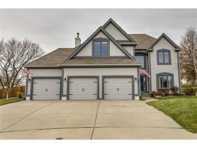 Kansas City Single Family Home For Sale: 6800 N Charleston Drive
