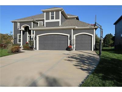 Overland Park Single Family Home For Sale: 15519 Linden Lane