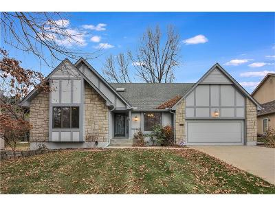 Lee's Summit Single Family Home For Sale: 413 NW Cottonwood Drive