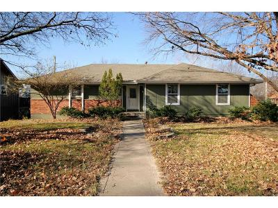 Parkville Single Family Home For Sale: 5712 NW Raintree Drive