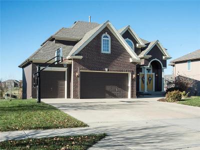 Kansas City Single Family Home For Sale: 8938 N Lewis Avenue